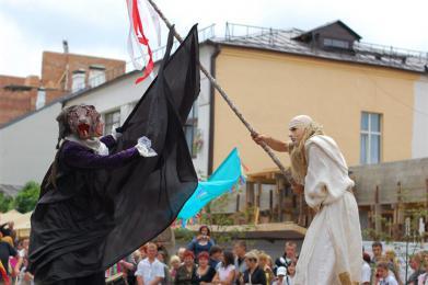 Street parade Maleficium source: http://www.teatrkh.com
